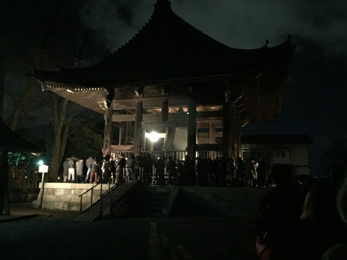 people waiting in line to ring the bell at hoko-ji temple kyoto joyanokane