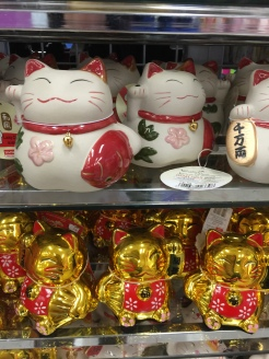 maneki neko lucky cats at Daiso